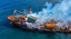 Nach Havarie eines Schiffs: Umweltkatastrophe vor Sri Lanka droht - ZDFheute