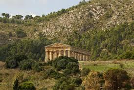 Temple grec dans la ville antique de Ségeste, Sicile 1403368 Banque de  photos