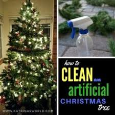 How To Clean An Artificial Christmas Tree. Very quick, easy! Helps to cut