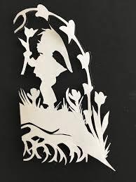 Der scherenschnitt, auch schattenriss oder schwarzbild genannt, ist ein kunsthandwerkliches verfahren (psaligraphie) und zugleich die bezeichnung für dessen ergebnis. Scherenschnitt Anleitung Vorlagen Und Bilder Selbst Anfertigen