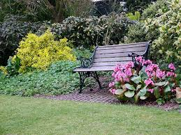 How To Decorate A Garden Bench