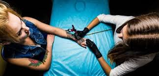Tydencz Tetování V Usa Ztrácí Kouzlo Stále Více Lidí Se Ho Zbavuje