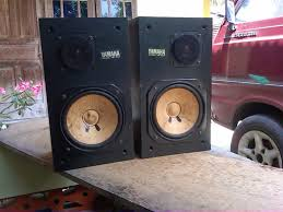 yamaha ns10. yamaha dirancang untuk jarak dekat dengan telinga dan tidak memberikan pewarnaan, sehinga detail suara masing - instrumen yang didengarkan lebih ns10 m