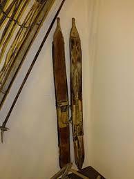 Лыжи Википедия Нанайские охотничьи лыжи подбитые камусом шкурой с ноги оленя Экспонат музея города Амурска