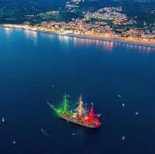 Calabria Meravigliosa - La meravigliosa nave scuola Amerigo Vespucci  illuminata con il tricolore di fronte alla costa calabrese (Falerna - Cz)  #italy Foto @dl_pietro (dal nostro profilo Instagram) Pietro De Luca  (Facebook)
