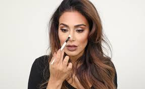 in makeup tutorial hb nose contour