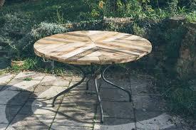 diy pallet outdoor dinning table. handmade wooden pallet round top table diy outdoor dinning