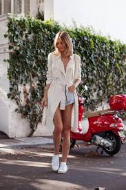 wear a trench with shorts for the ultimate summer style jessica stein looks cute and