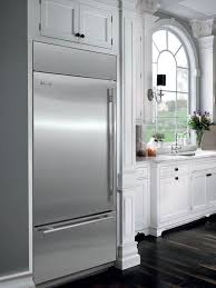 sub zero bi36uidsthlh lifestyle view with tubular handle