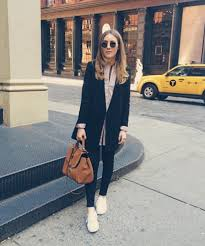 How To Pose Like A Fashion Blogger Danielle bernstein and Ootd.