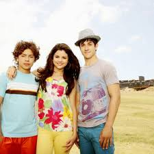 While their parents run the waverly sub station, the siblings struggle to balance their ordinary lives while learning to master their extraordinary powers. Wizards Of Waverly Place The Movie Wizards Of Waverly Place Wiki Fandom
