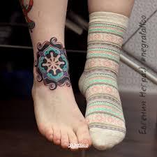 фото татуировки мандала в стиле орнаментал цветная этника