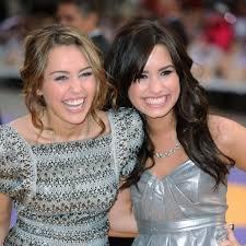 Demi Lovato défend son amie Miley Cyrus - Elle