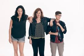 """DeAnne Smith Doesn't Feel Like A Third Wheel In New Comedy Show """"Girl on  Girl on Girl"""" 