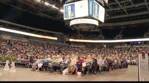 Fan And Light World Evansville Indiana 10 000 Expected To Attend Jehovahs Witness Convention In