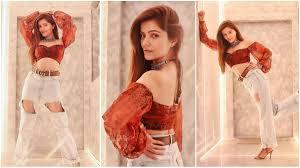 Bold Pictures | फोन नंबर लीक होने के बाद रुबीना दिलैक की तस्वीरें हुई वायरल, डीप स्वीटहार्ट नेकलाइन में आईं नजर | Navabharat (नवभारत)