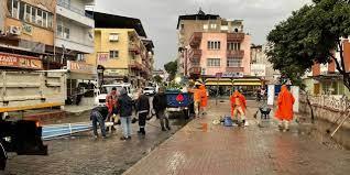 Belediye ekipleri felaketin ardından yaraları sarmaya başladı