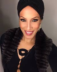 i am dawn bliss a chicago based professional makeup artist with 25 years experience in the fashion beauty industry my fascination with the art and