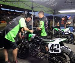 Troy Bayliss Races Sacramento Mile No Country For Middle