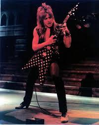 Mejor guitarrista de la Ozzy Band Images?q=tbn:ANd9GcTuWa0AX8_7PgWGXglDlkaJcoKKpdIvr2RcCLhNClSxkyjd-uan