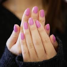 春ネイルラベンダーピンクのワンカラーネイルがしっくりopi秋冬新色