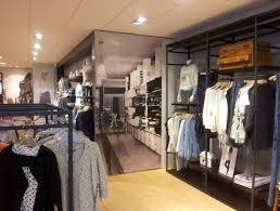 Clothing Store interior decoration ...