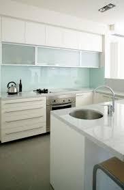 white kitchen glass backsplash. Contemporary Glass Curtin Avenue Residence By Optimum Resource Architects And White Kitchen Glass Backsplash