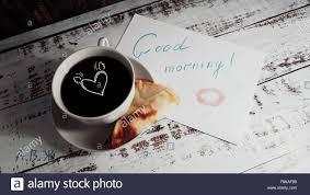 Eine Tasse Kaffee Ein Pfannkuchen Auf Einen Teller Und Guten Morgen