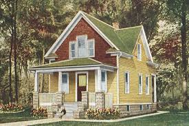 Charming A Color Scheme Mixing Yellow Siding And Brown Shingles In The Front Gable.  The Change Of Materials Has Dictated The Colour Changes.