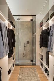 sair do banho e entrar direto no closet disposição de cômodos prática e funcional
