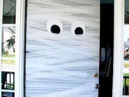 how to hang garland around front doorDIY Halloween Decorations 19 Easy Inexpensive Ideas  Readers