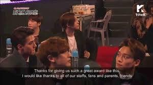 Gaon Chart Kpop Awards 2015 Apinks Speech And Exos Chanyeol Thumbs Up Gaon Chart Kpop Awards 2015