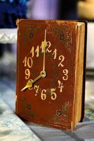 reuse old books vine diy clock upcycled home decoration