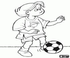 Kleurplaat Een Jongen Voetballer Met De Bal Kleurplaten