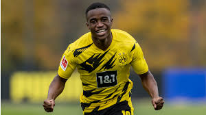 Youssoufa moukoko is a german professional footballer who currently plays as a striker for bundesliga club borussia dortmund. Player Analysis Youssoufa Moukoko Breaking The Lines