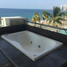 Secrets Vallarta Bay Puerto Vallarta: Jacuzzi outside suite balcony