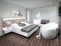 Schlafzimmer Dachschrage Grau Braun Wohndesign