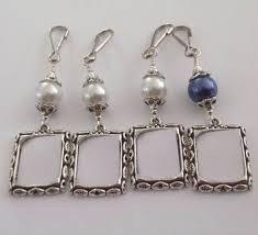 wedding bouquet photo charms pearl memorial charms small frames for a bridal bouquet bridesmaid gift wedding keepsakes white or blue