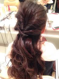 結婚式にお呼ばれした時の髪型も簡単セルフアレンジしてみましょう