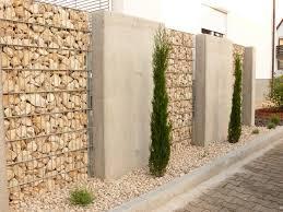 Die gabionen werden von rohren gestützt, die vom fundament aus durch das zaungeflecht verlaufen. Gabionen Raiss Baustoffe Natursteine