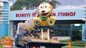 slinky dog. b-roll \u0026 sound bites: slinky dog dash ride vehicle arrival at disney\u0027s hollywood studios | walt disney world news