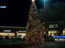 Chico Christmas Tree Lighting Kingsgate Center To Host Christmas Festivities Coat Drive