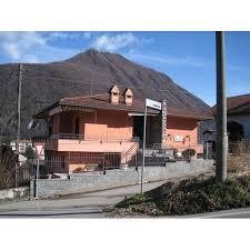 Illuminazione Ingresso Villa : Laveno mombello descrizione villa ottimamente rifinita con