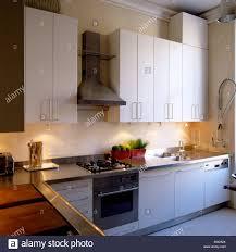 Cuisine équipée Moderne En Appartement à Londres Banque Dimages
