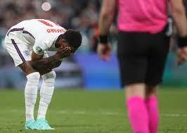 """لاعب منتخب إنجلترا """"ضحية الإهانات العنصرية"""" يعتذر - RT Arabic"""