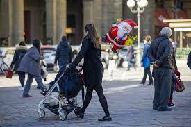 Toh, il governo ci ridà il Natale: verso il sì a spostamenti tra Comuni il 25  dicembre