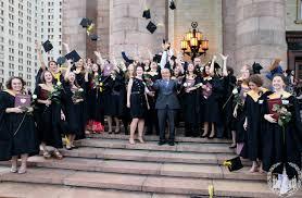 Вручение дипломов выпускникам отличникам