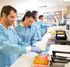 What Does A Laboratory Technician Do With Pictures