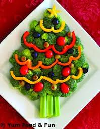 Christmas Tree Veggie Tray - Several cute ways to serve vegetables to kids  (and adults!) on this site, to include a cute turkey tray!