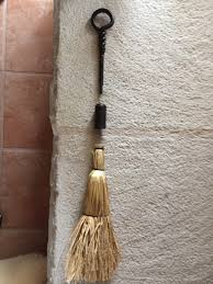 my handle will only take a 1 broom top also does this broom have a threaded insert in the top as you can see my broom handle is treaded with machine